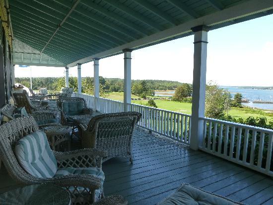 Chebeague Island Inn: Front Porch