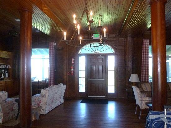 Chebeague Island Inn: Enrance Hall