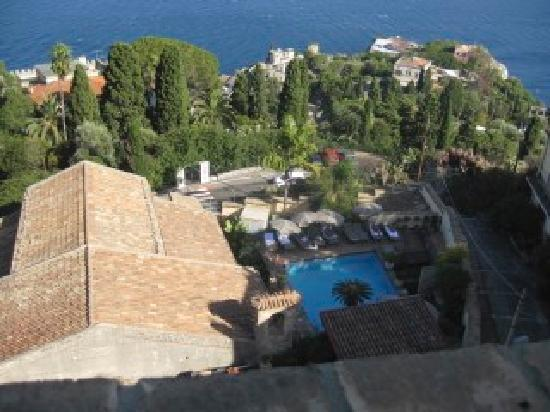 Hotel Villa Carlotta: View of the hotel grounds from the rooftop terrace