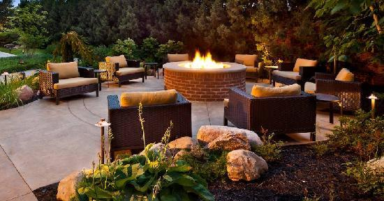 Courtyard Columbus Easton: Outdoor spaces to relax and unwind