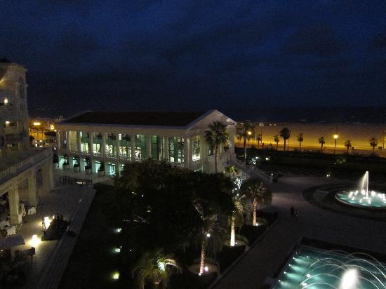 Hotel Las Arenas Balneario Resort: Night time view from our balcony