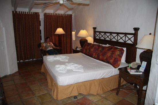 Windjammer Landing Villa Beach Resort: Enormous, comfortable bed