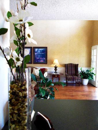 Baymont Inn & Suites Valdosta at Valdosta Mall: Welcome lobby