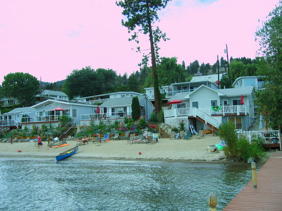 Davis Cove Lakeshore Resort: from the peir