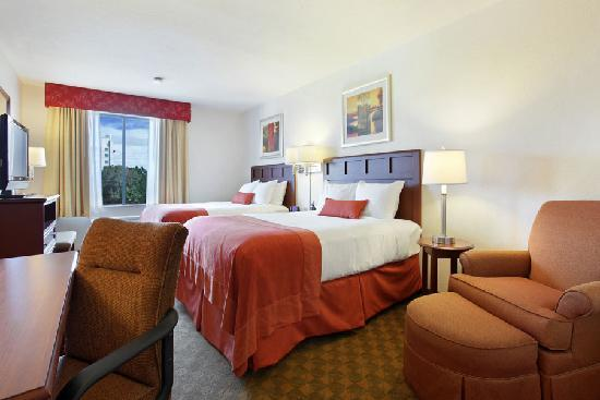 Wingate by Wyndham Tampa/At USF : Our rooms are 17% larger than the average hotel room!