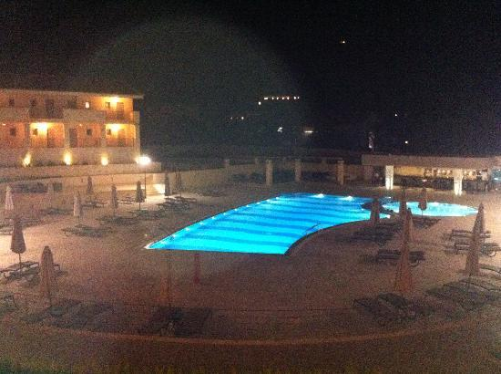 The Magnolia Resort : Pool of a night!