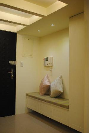 Jiashi Haoshi Guesthouse Serviced Apartment : Seats at the entrance