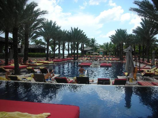 The Cove at Atlantis, Autograph Collection: The adult pool at The Cove