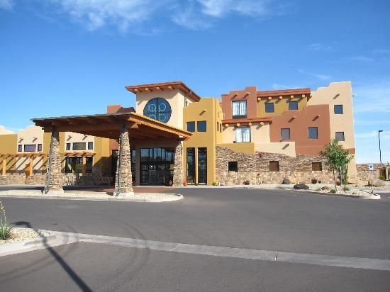 Tuba City, AZ: Front of hotel