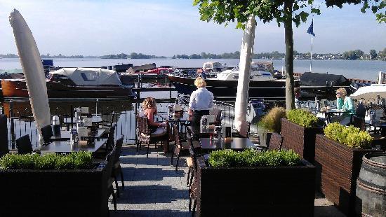 Fletcher Hotel-Restaurant Loosdrecht-Amsterdam: Breakfast possible at terrace