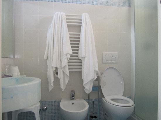 Hotel Giulietta: bagno