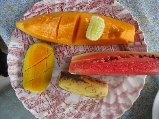 Black Beauty Guesthouse: fruit breakfast