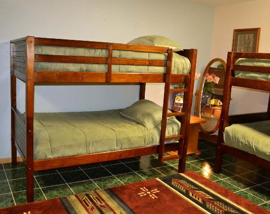 Yosemite Springs: Large groups may enjoy the bunk beds and billiard table in the Ponderosa.