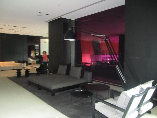 The Met Hotel: Lounge area