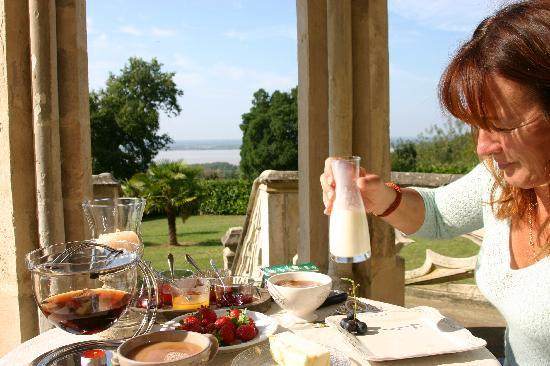 Chateau Bellevue: Breakfast in paradise