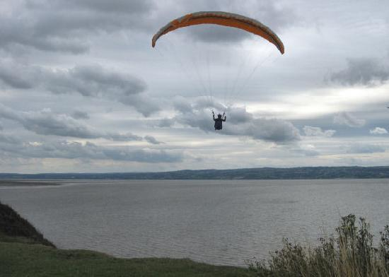Wirral Country Park: Paragliding near Thurstaston