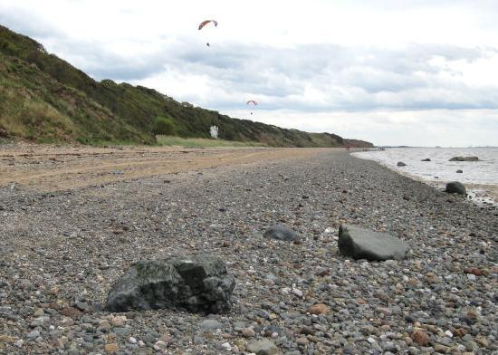 Wirral Country Park: Rocky shoreline