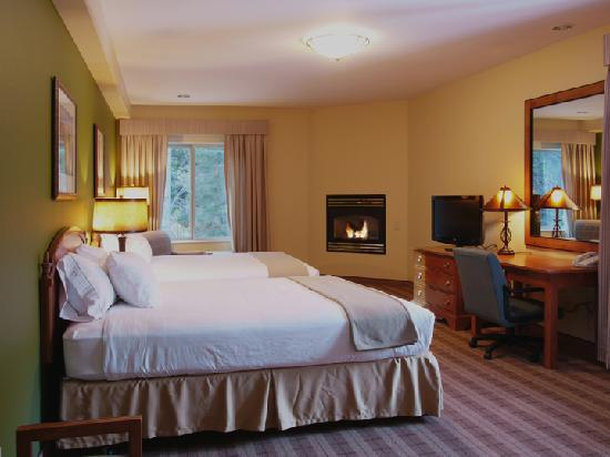 Truckee Donner Lodge: Suite with fireplace