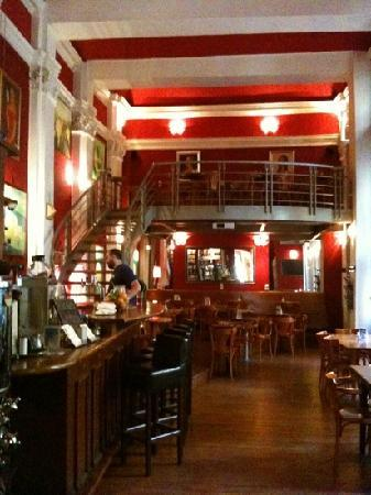 Globe Bookstore and Cafe: great cafe atmosphere