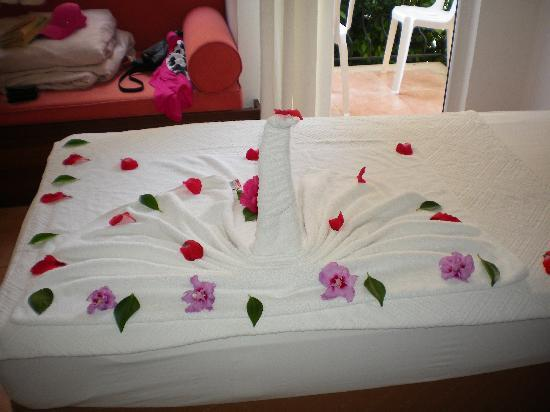 Karbel Hotel: our lovly beds that the maids do.
