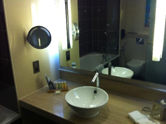 Radisson Blu Hotel, Abu Dhabi Yas Island: Bathroom