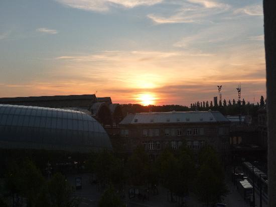 Mercure Strasbourg Centre Gare: Sunrise from Hotel window