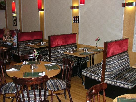 Wrights Restaurant: Comfortable seating enclosures