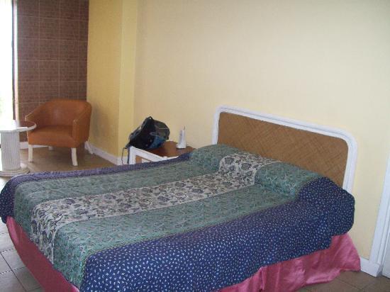 Leyte Park Resort Hotel: standard bed