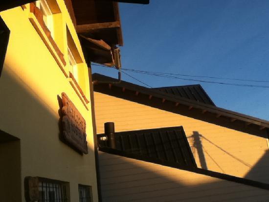 Bariloche Hostel: vista de la fachada del hostel
