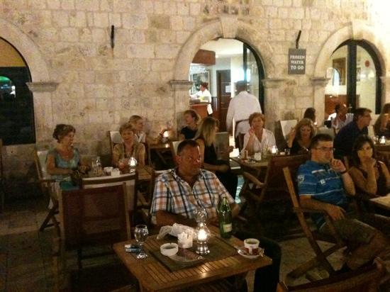 Cafe Bistro Orlando : Dubrovnik at night