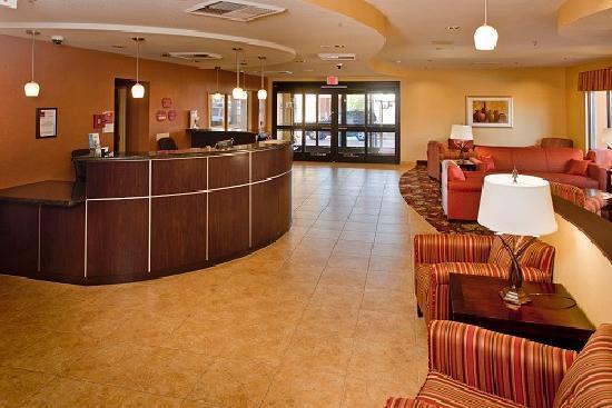 Comfort Suites: Guest Lobby