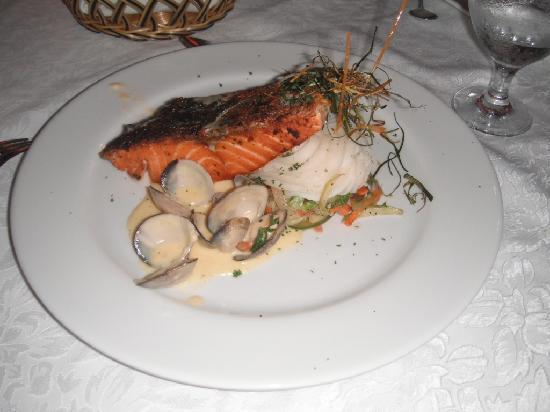 Nayara Resort Spa & Gardens: Salmon