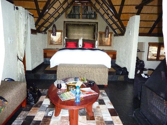 Tshukudu Bush Lodge: Lodge Bedroom