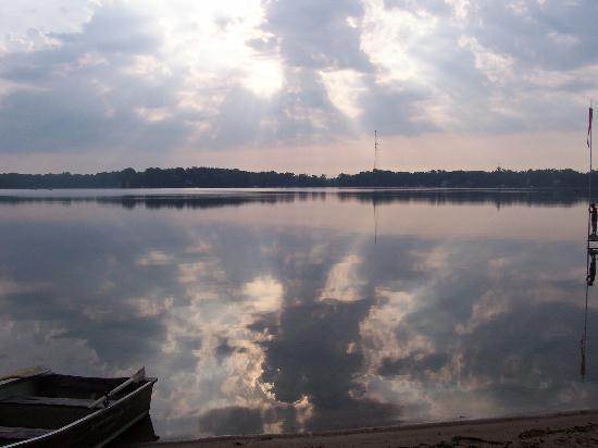 Oak Cove Resort: Beautiful Lake Cora