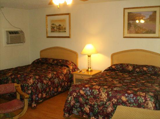 "Santa Fe Trail Inn: Free WIFI, 32"" CableTV, Long Distance Phone"
