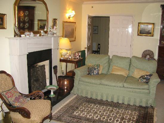 Barton Drove Cottage Bed & Breakfast: Guest Living Room/Lounge
