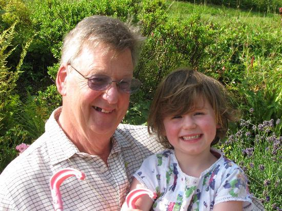 Barton Drove Cottage Bed & Breakfast: Hugh & Cecily