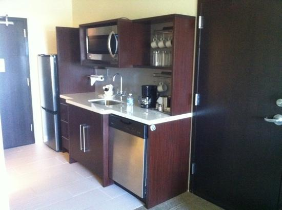 Home2 Suites By Hilton Salt Lake City/Layton, UT: kitchenette in my room
