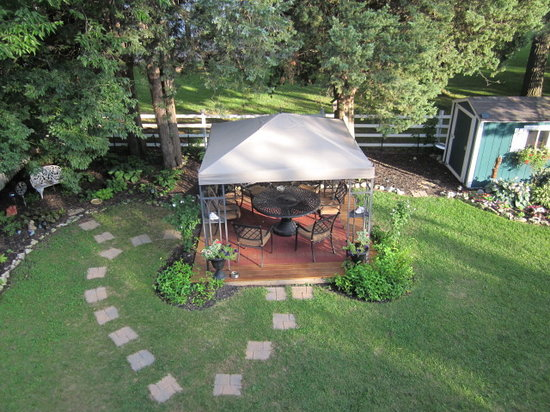 The Anchor Inn Boutique Hotel: View of the gazebo from the balcony