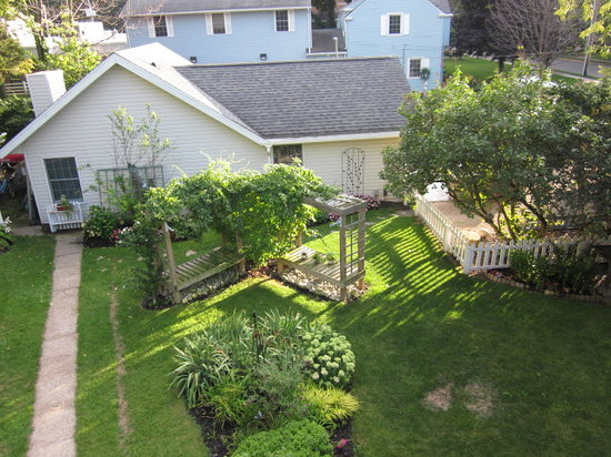 The Anchor Inn Boutique Hotel: Another backyard view