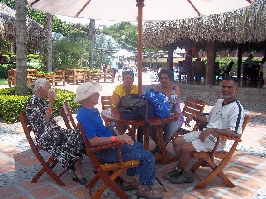 Decameron Panaca: Area del bar de las piscina