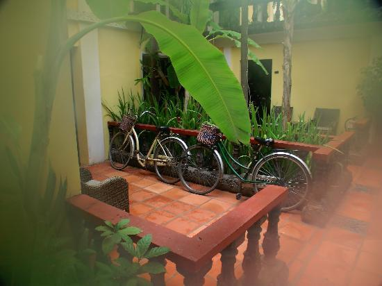 Bopha Siem Reap Boutique Hotel: Hire some bikes to get around Siem Reap easier and faster