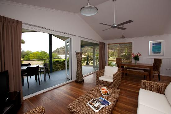 NRMA Ocean Beach Holiday Park: Seabreeze Spa Villa
