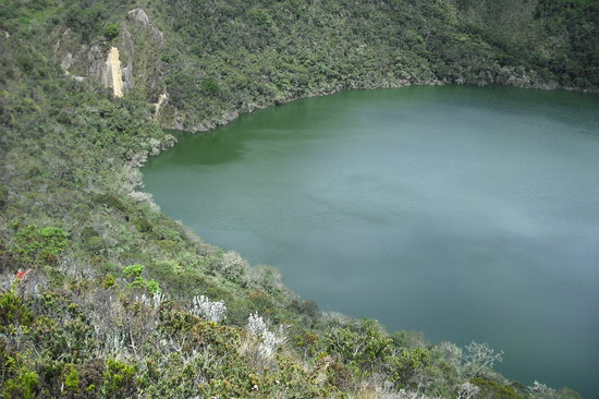Laguna de Guatavita: A view from the top of the crater