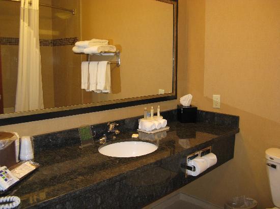 Holiday Inn Express & Suites Helena: Helena Holiday Inn Express Bath