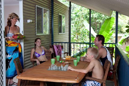 Hidden Valley Holiday Park: Palm Cabin verandah