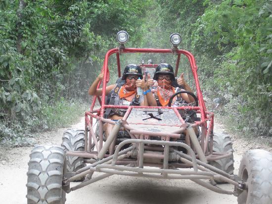 Cozumel (เกาะโกซูเมล), เม็กซิโก: Wife and Daughter in ATX Vehicle