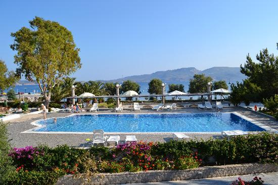 Lagada Beach Hotel: Picture of the pool