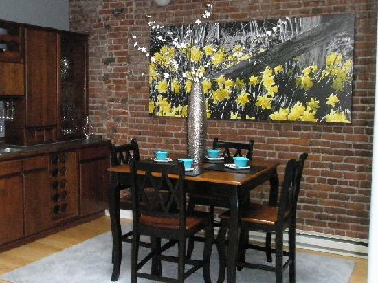 3rd Street Flats: Dining room