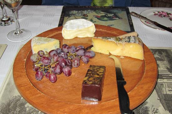 Roundwood House: Variety of tasty cheeses